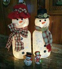 Pickle jar snowman More snowman crafts Repurpose Pickle Jars into Frosted Snowmen - Snowman Christmas Decorations, Snowman Crafts, Diy Christmas Gifts, Christmas Snowman, Christmas Projects, Holiday Crafts, Christmas Ornaments, Christmas Ideas, White Christmas