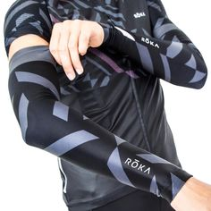 Product Overview A go-to for days cooler days that don't quite call for a jacket, these thermal arm warmers deliver compressive performance and plush fleece comfort. - Thermal fleece fabric offers war