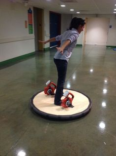 Battery Powered Hovercraft. I must make this :D