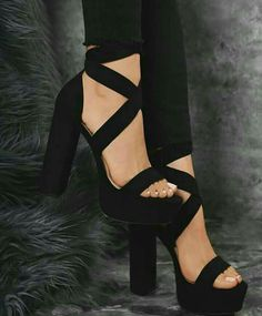 31 Amazingly Fashionable Heels For Women That Are Stunningly Beautiful – Page 2 … – Elegante Schuhe Fancy Shoes, Pretty Shoes, Cute Shoes, Prom Shoes, Shoes Heels, Black Heels, High Heels, Pastel Outfit, Gorgeous Heels