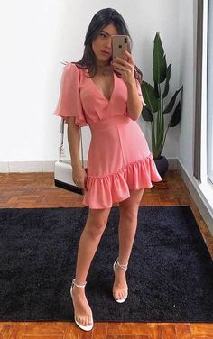 30 produções para você testar em março - Guita Moda Beautiful Dresses, Sexy Dresses, Casual Dresses, Short Dresses, Fashion Dresses, Summer Dresses, Boho Fashion, Girl Fashion, Iranian Women Fashion