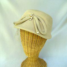 Vintage Ladies Hat Cream Fur Felt Cloche by GemsVintageGems