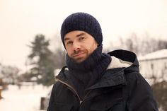 Free cowl and hat pattern for men for the snow . Knitting Humor, Free Knitting, Knitting Projects, Crochet Quilt, Knit Or Crochet, Knit Hat For Men, Neck Accessories, Fingerless Mitts, Knit Cowl