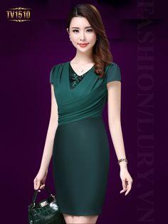 Gam màu xanh chất liệu lụa mang đến cho người mặc cảm thấy thoải mái TV1510 Hong Kong Fashion, Looks Chic, Dresses For Work, Formal Dresses, African Wear, Yoko, Ao Dai, Pretty Outfits, Sexy Women