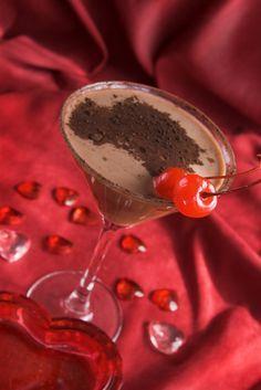 Voňavý domácí likér připravený z oříškovo-nugátového krému, koňaku, smetany ke šlehání, skořice a třtinového cukru.
