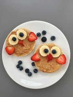 Owl Toast, toasted English breakfast muffins spread with peanut butter and topped with banana, strawberries and blueberries arranged to make an owl face