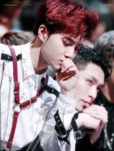 улыбка сехуна Everyone needs to back off of EXO especially SUHO if you are not a fan then you have no business with EXO live your life. EXO don't need validation from anyone they are EXO they validate themselves. Chanyeol Baekhyun, Park Chanyeol, Exo Kai, Kpop, Xiuchen, Kim Joon, Kim Junmyeon, Exo Members, K Idol