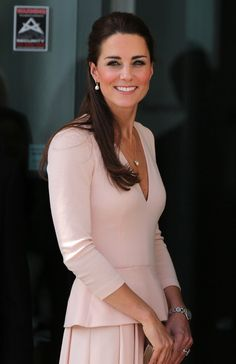 The Duchess of Cambridge, Kate Middleton, looked pretty in pink and pearls as she always does! The Duchess fashioned a gorgeous Alexander McQueen suit Moda Kate Middleton, Style Kate Middleton, Princesse Kate Middleton, Prince William And Kate, William Kate, Duke William, Princess Kate, Fashion Moda, Royal Fashion