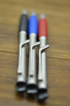 Our hockey Sport Pens are perfect for school! They feature a hockey puck and stick design!                                                                                                                                                                                 More
