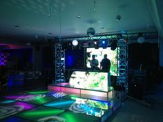 Eventos sociales @playentretenimiento Pista de vidrio, pantallas led, sistema Das aero 12, arco en aluminio