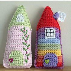 Crochet Fairy, Easter Crochet, Crochet Dolls, Knit Crochet, Crochet Home Decor, Crochet House, House Keyring, Kawaii Crochet, Crochet Cushions
