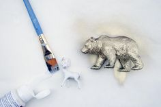 DIY Painted & Gilded Plastic Animal Ornaments // folklifestyle.com