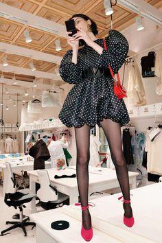 Valentino Pre-Fall 2020 Fashion Show - Valentino Pre-Fall 2020 Collection – Vogue - Fashion Week, Fashion 2020, Look Fashion, Runway Fashion, High Fashion, Autumn Fashion, Womens Fashion, Vogue Fashion, Paris Fashion