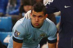 Sergio Aguero chỉ chơi đúng 7 phút ở trận thắng Everton. Khi rời sân chân sút Argentina đã rớt nước mắt. El Kun một lần nữa không cầm được nước mắt khi thông báo cho các bạn bè tình hình khá nghiêm trọng của mình.