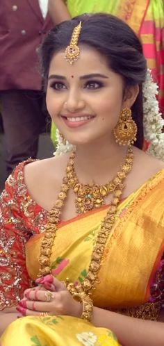 Beautiful Girl In India, Beautiful Girl Photo, Beautiful Saree, Anupama Parameswaran, Heroines, Girl Photos, Sari, Celebs, Actresses