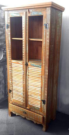 Stof Lar Decorações - Móveis em Madeira de Demolição: - Armário Cristaleira (resto de tinta)                                                                                                                                                                                 Mais