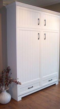 Murphy bed... something like that might have a home in our front room before long!