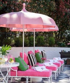 For a fun and funky deck or patio makeover, these Palm Beach chic outdoor decor ideas will have you spending your whole summer outdoors. Outdoor Rooms, Outdoor Gardens, Outdoor Living, Outdoor Decor, Pink Outdoor Furniture, Traditional Decor, Traditional House, Traditional Kitchens, Palm Beach Decor