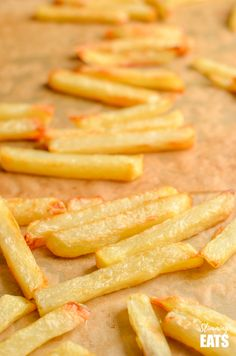How to cook the perfect baked oven fries syn free golden crispy and deliciou How to cook the perfect baked oven fries syn free golden crispy and delicious! Source by cocoonapothecary Potato Dishes, Potato Recipes, Veggie Recipes, Salad Recipes, Oven Baked Fries, Fries In The Oven, Healthy Crockpot Recipes, Cooking Recipes, Healthy Food