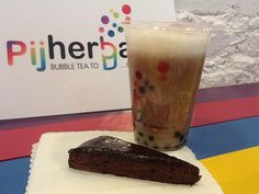 Carmel Latte with Oolong Tea and Brownie