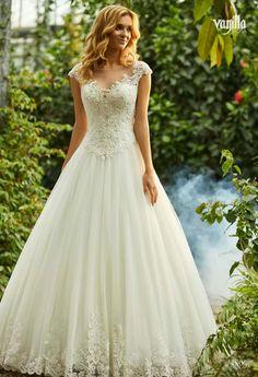 . Elegant Wedding Dress, Wedding Gowns, Dream Dress, Pretty Dresses, Bridal Dresses, Marie, White Dress, Boutique, Sexy