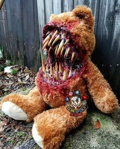 14.2 k mentions J'aime, 109 commentaires – Bearded Horror (@bearded_horror) sur Instagram : « Such a cuddly bear . Created by @germspiderdesigns . #beardedhorror #horror #horrormovie #art #sfx… »