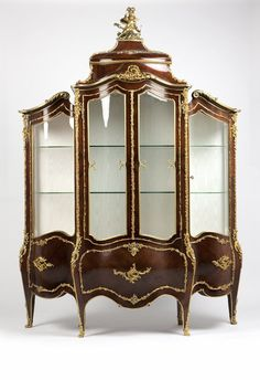 Lot# 1098 A Louis XV style gilt bronze-mounted kingwood vitrine Classic Home Furniture, French Furniture, Fine Furniture, Upcycled Furniture, Furniture Upholstery, Upholstered Chairs, Victorian Furniture, Antique Furniture, Antique Chairs