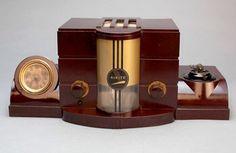1938 Airite Model 3010 desk set Art Deco Bakelite Radio