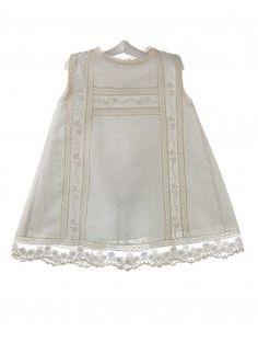 Vestido de plumeti para bautizo y ceremonia de bebé