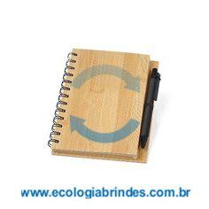 Caderno Bambu eco 083. Caderno ecológico com capa laminada de Bambu, 80 folhas em papel reciclado e caneta em material reciclado. Dimensões do Caderno: 18 x 16 x 2 cm. Gravação: Laser na capa. O bambu, por ser uma matéria prima ecológica, autossustentável e com alta resistência. Além de versátil, o bambu é 30% mais leve que as madeiras de lei. Sua utilização não agride o meio ambiente, pois, quando ceifado rebrota em pouco tempo.