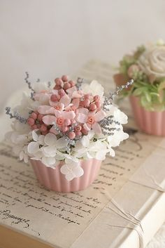 Dried Flower Arrangements, Beautiful Flower Arrangements, Beautiful Flowers, Crepe Paper Flowers, Silk Flowers, Dried Flowers, Flower Box Gift, Flower Boxes, Floral Cupcakes