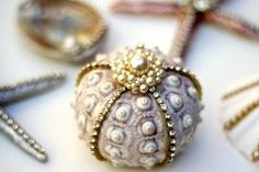 Beautiful DIY seashell ornaments with glitter and rhinestones for the Christmas tree    followpics.co