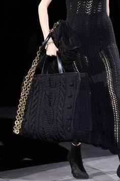 The Dolce & Gabbana Autumn/Winter 2020 catwalk was filled with knitted bags in collaboration with Italy's artisans unions. Here are Vogue's favourite knitted handbags from the collection Diy Handbag, Diy Purse, Knit Fashion, Fashion Bags, Womens Fashion, Dolce & Gabbana, Crochet Winter, Knitted Bags, Chanel Boy Bag