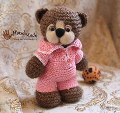 Teddy Bear Amigurumi - Free Russian Pattern here: http://world-hmade.ru/masterclass/crochetbear.php
