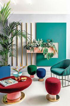 La arquitecta Ariana Caro señala que una de las características de la decoración retro es la presencia de piezas curvas y de colores fuertes, como el rojo, azul, verde.