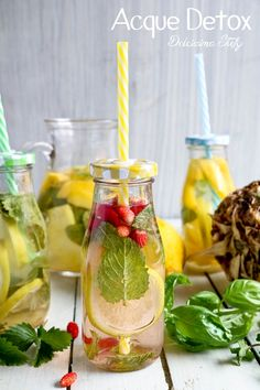 Healthy Detox, Healthy Drinks, Cocktail Drinks, Cocktails, Pineapple Sage, Infused Water, Low Calorie Recipes, Italian Recipes, Cleanse