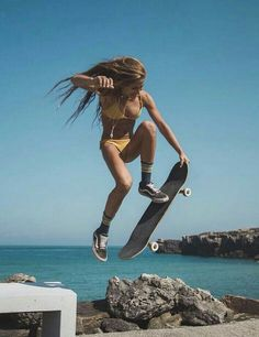 Quest Longboards is a top-selling longboard brand that is based in California, USA. We provide longboard skateboards that complement the leisure skaters' lifestyle! Moda Skate, Look Skater, Skater Girl Looks, Skater Girl Style, Surfergirl Style, Skate Girl, Skateboard Girl, Skateboard Ramps, Summer Aesthetic