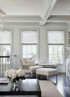 family room is one part of your home that is extremely essential to focus on. Right here is a home window therapy ideas to add to the atmosphere of the family room to keep it enjoyable Home Living Room, Living Room Decor, Living Spaces, Style At Home, White Interior Design, Classic Interior, Decoration Bedroom, My New Room, Home Fashion