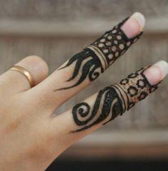 Peace henna Loved & Pinned by http://www.shivohamyoga.nl/ #mehndi #india