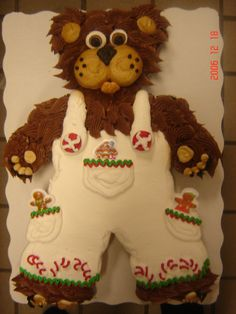 boy christmas bear - 24 count cupcake cake in the shape of a bear. decorated with buttercream icing