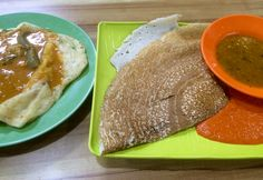 Plain thosai or dosai.. and roti prata with curry gravy....