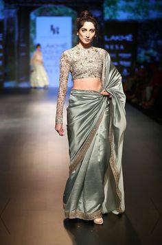 Net Saree Designs, Saree Blouse Designs, Dress Indian Style, Indian Dresses, Indian Wedding Outfits, Indian Outfits, Fashion Models, Modern Saree, Indian Attire