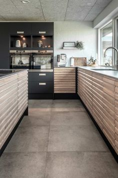 Modern Kitchen Cabinets, Kitchen Dining, Modern House Facades, Indian Home Interior, Modern Mansion, Small House Design, Home Kitchens, Sweet Home, Interior Decorating