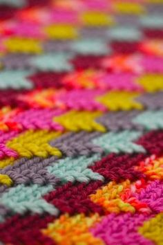 Apache Tears // Crochet technique worked in double crochet and double treble stitches (instructions) Sarah London Love Crochet, Crochet Crafts, Yarn Crafts, Crochet Yarn, Double Crochet, Crochet Projects, Beautiful Crochet, Chevron Crochet, Crochet Daisy