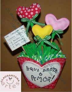 embrancinha para dia das maes em eva Grandparents Day Crafts, Flower Crafts, Clay, Christmas Ornaments, Holiday Decor, Happy, Flowers, Home Decor, Angels