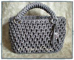 Altre borse pronte per l'estate....scegliete il vostro colore e modello preferiti! Grigia, completamente fatta all'uncinetto....