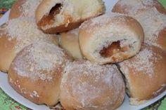 Бездрожжевые булочки на сыворотке с повидлом и посыпкой