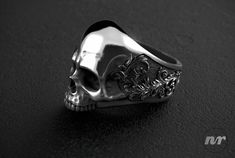 Skull and Acanthus Ring modeled in ZBrush, rendered in KeyShot by Nacho Riesco. Dragon 2, Organic Sculpture, Biker Rings, Acanthus, Skull Art, Zbrush, Sculpting, 3 D, Jewelery