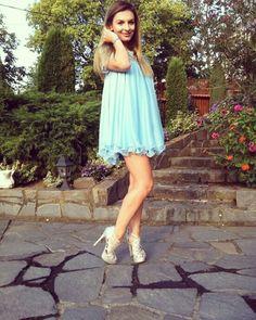 Pretty woman in a pretty Elen's dress