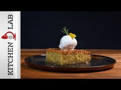 Coconut ravani with syrup by Greek chef Akis Petretzikis. An exceptionally aromatic and delicious dessert that can be served with ice cream and lemon rinds! Greek Pastries, Syrup, Delicious Desserts, Lemon, Coconut, Ice Cream, Cheese, Youtube, Food